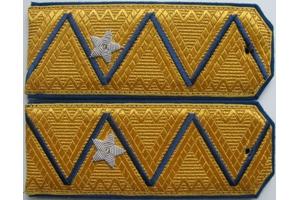 Погоны комиссара ГБ ранга образца 1943 года ( приказ от 18.02 1943 года) затем - погоны генерал-майора ГБ образца 1945 года ( от 6.07.1945 года) ,СССР, копия